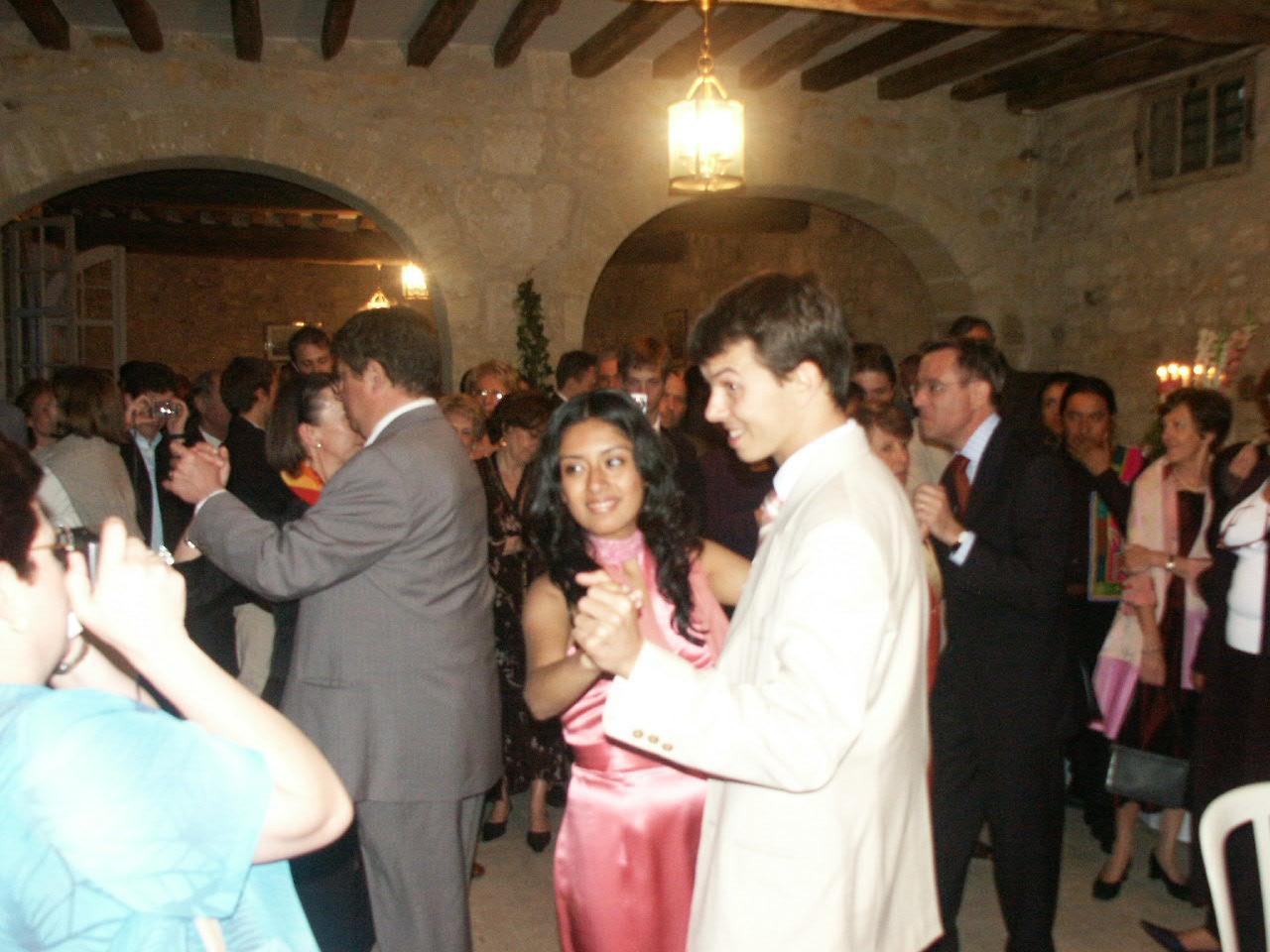 La fiesta: Gloria y Manu